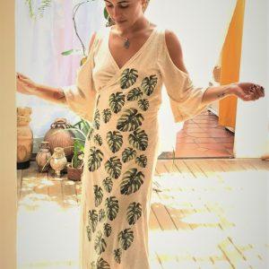 vestido longo transpassado com mangas